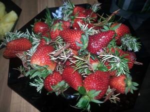 gegrillte Erdbeeren mit Rosmarin