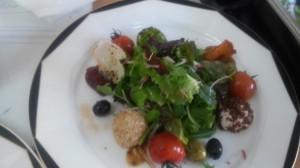 Salatteller mit Ziegenkäse Variation